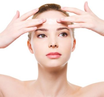 5 moyens approuvés par les dermatologues pour réduire l'apparence des rides du front