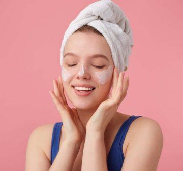 Façons de raffermir la peau du visage 2021