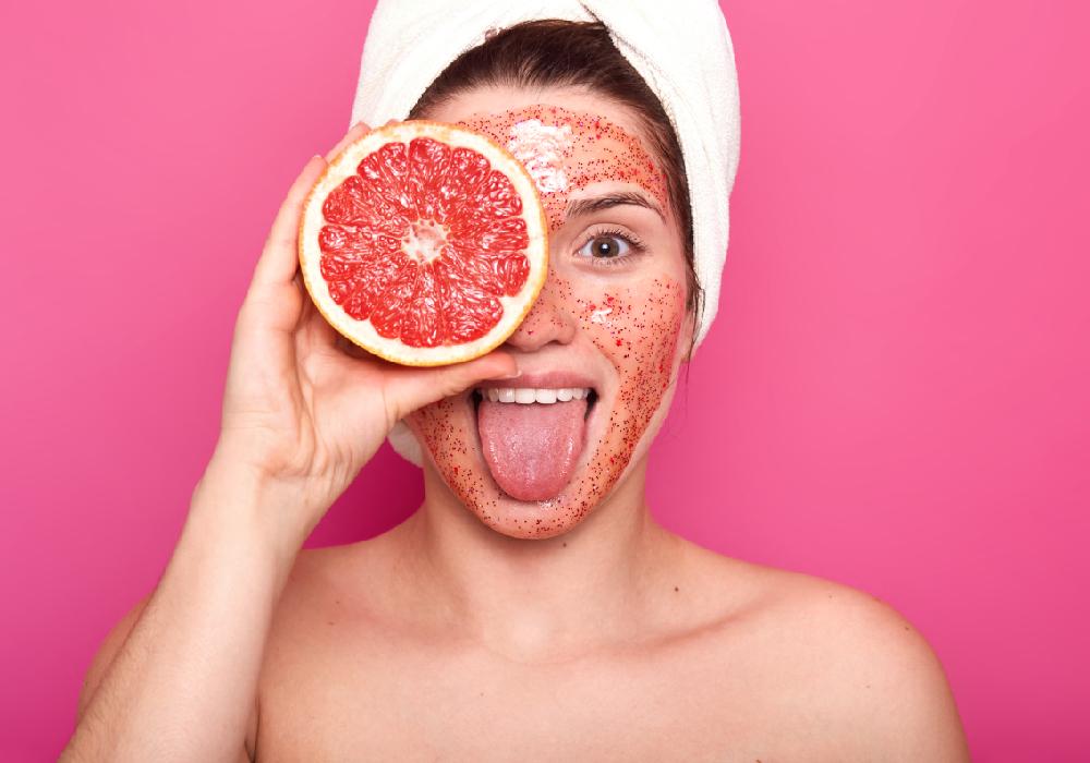 Quel est le meilleur gommage visage peau grasse?
